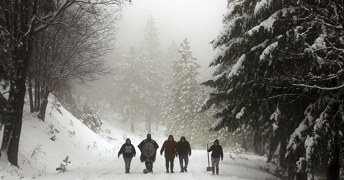 10-15 feet of snow to bury California; wintry weather also targets South