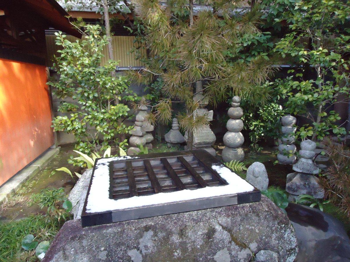 有頂天家族は京都行った時に聖地巡礼したなあ写真は矢二郎兄さんが引きこもってた井戸、弁天がいた時計台のモデルになった場所、