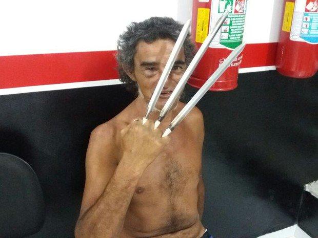 Homem tem acesso de fúria, vira 'Wolverine' e é preso ao atacar PM https://t.co/xXI93Lg0fm #G1