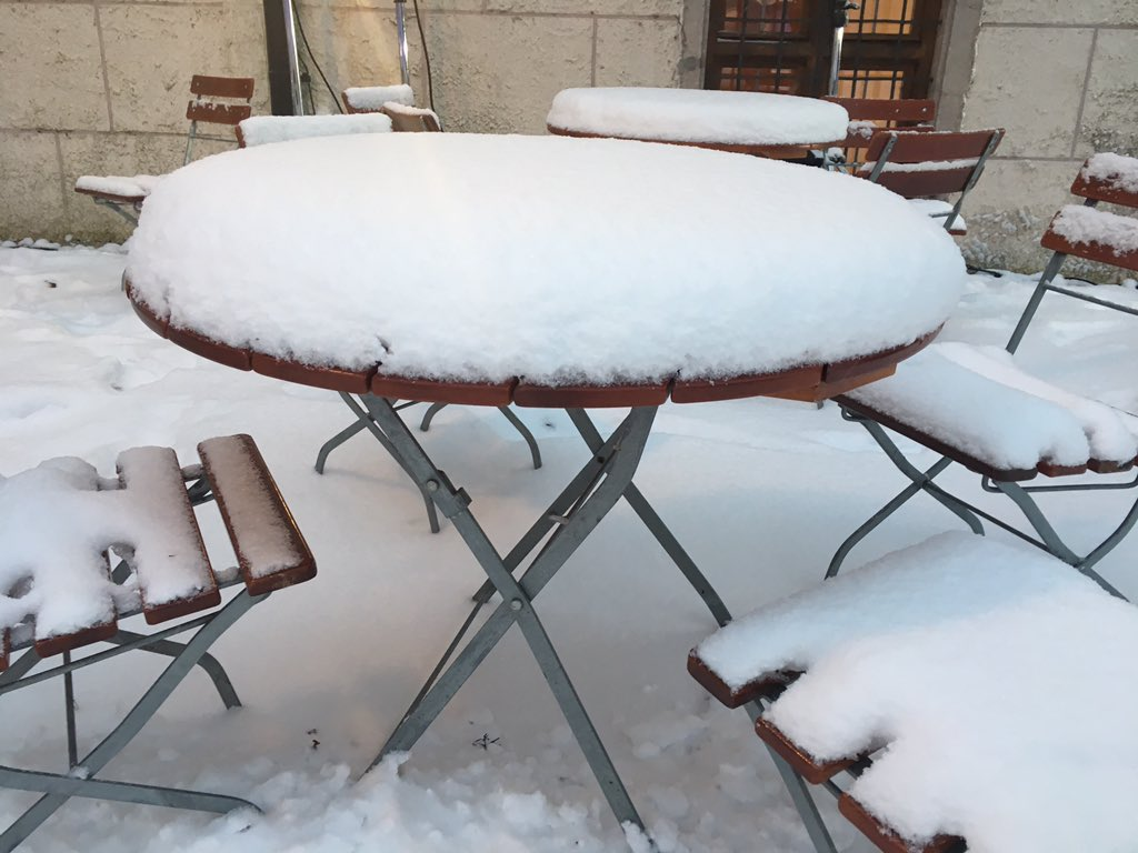 Der Skifahrer sagt dazu: Auflage super! Schneehöhe steigt beständig in Kloster #Seeon. #CSU https://t.co/HQkopiQMYh