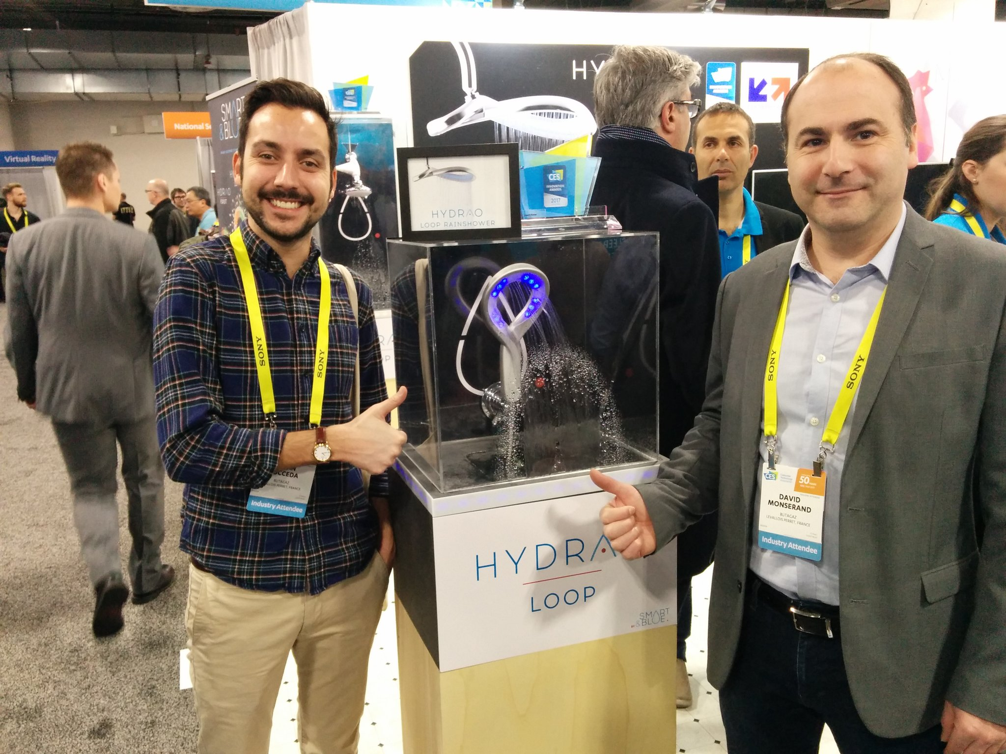 .@Zagatub fan de @Hydrao_ #CES2017 @Minalogic @BigBoosterOrg @DigitalGrenoble @ccigrenoble https://t.co/ewWgCGd5VO