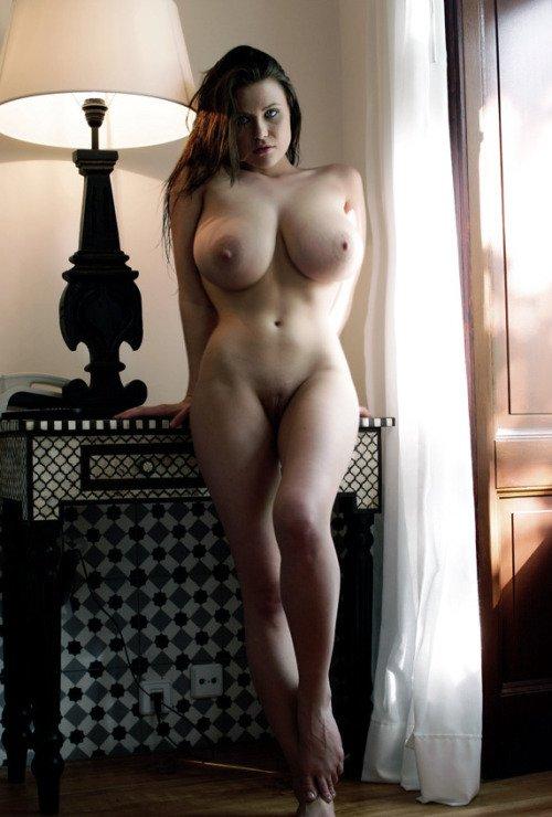 фото красивых пышных дам голых