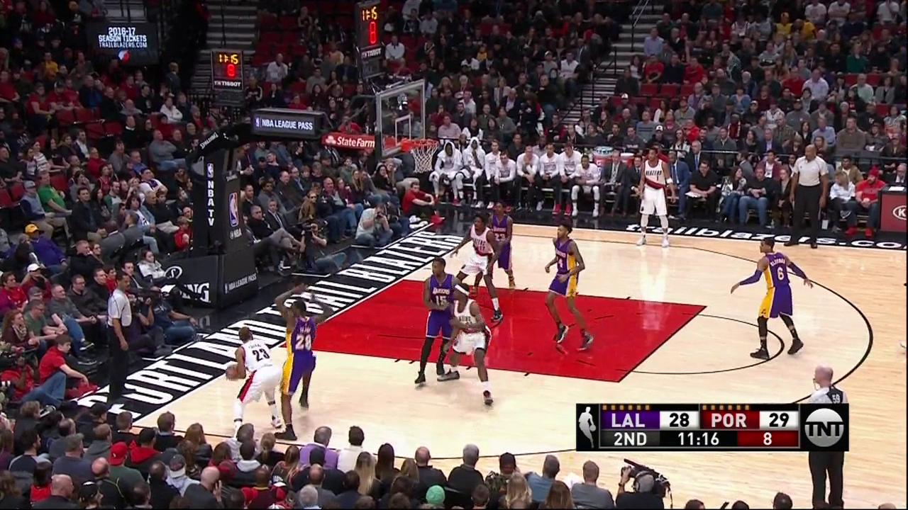 Black with the �� ➡️ Clarkson with the ��  Lakers currently on a 12-0 run! https://t.co/0pciHL5uon