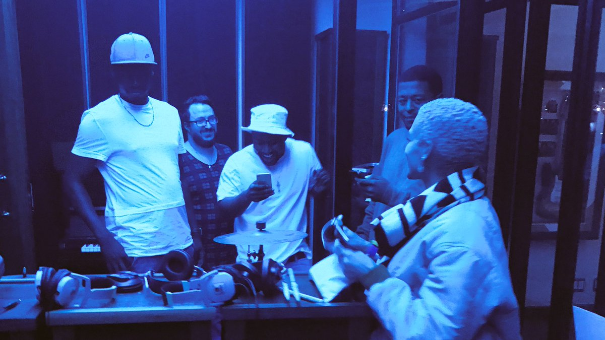 Good vibes only in the studio last night with @CassperNyovest https://t.co/Gzm51vxbIs