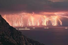 Como si los antiguos dioses hubieran despertado para descargar su furia sobre nosotros #LLDD https://t.co/MfUTMex4oj