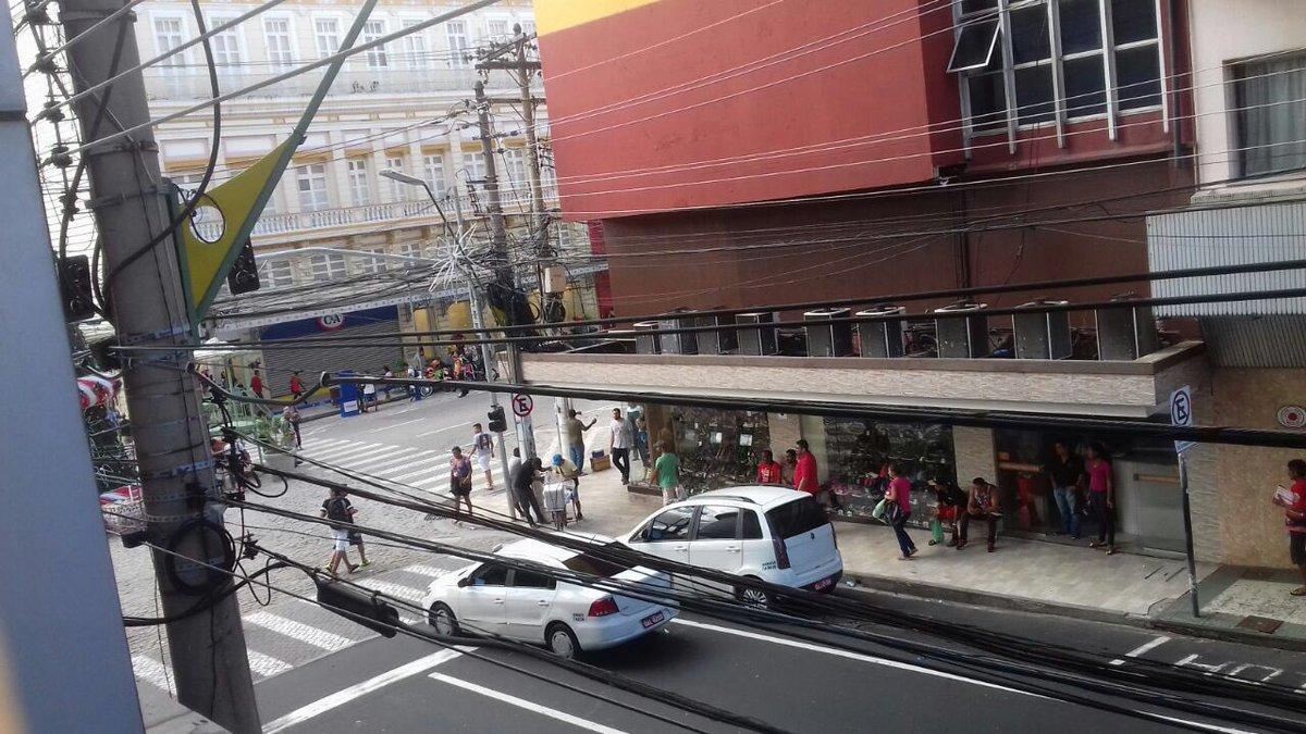Arrastão no centro de Manaus. Lojas estão fechadas e ruas vazias. https://t.co/WuqsaSBx5Z