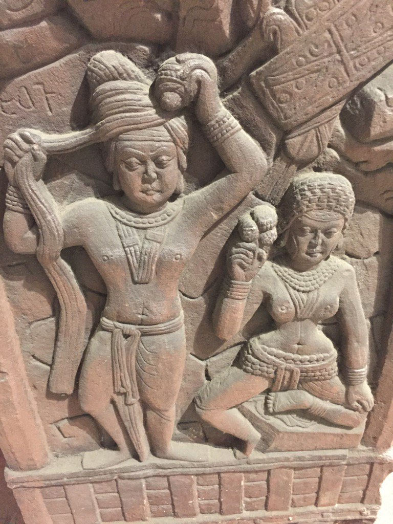 Tying pagdi 2200 years ago, with concentration, while the wife looks a bit annoyed. Barhut relief 2nd century BC https://t.co/qKRP5eeaA8