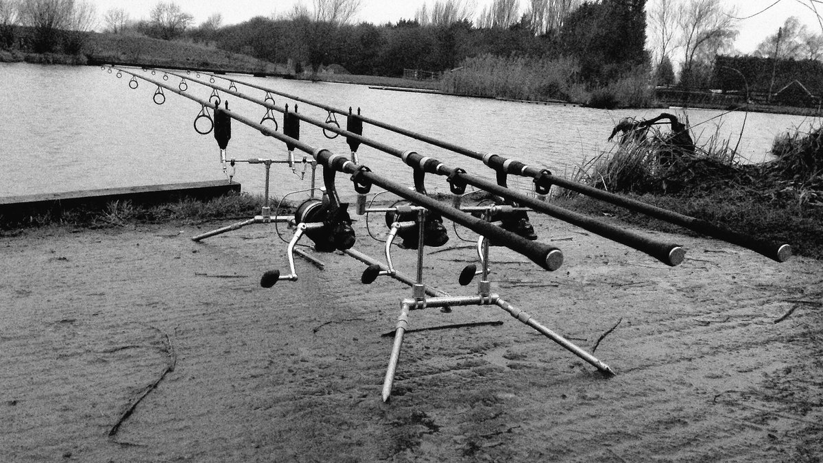 Traps are finally out after operation break ice 😂😂 #<b>Happyday</b>s #carpfishing https://t.co