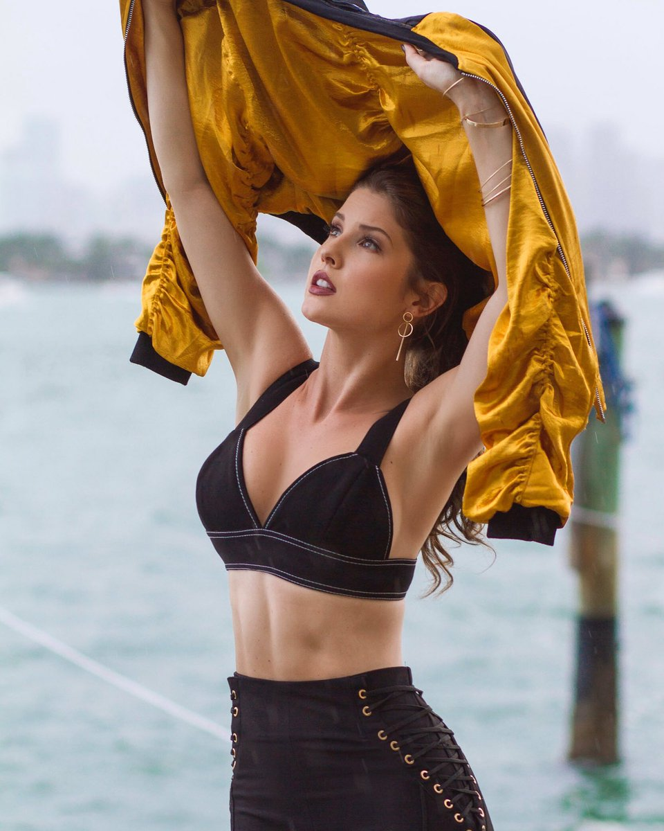 Raining in Miami ? Looks like I'm finally heading back to LA today 💃🏻💪🏼👑🎞🎥 JHVu2ywM7H