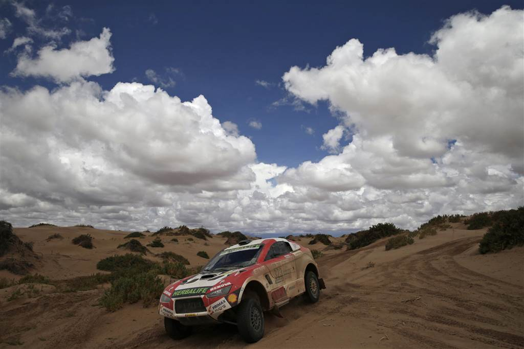 See photos of 2017 Dakar Rally drivers racing through South America