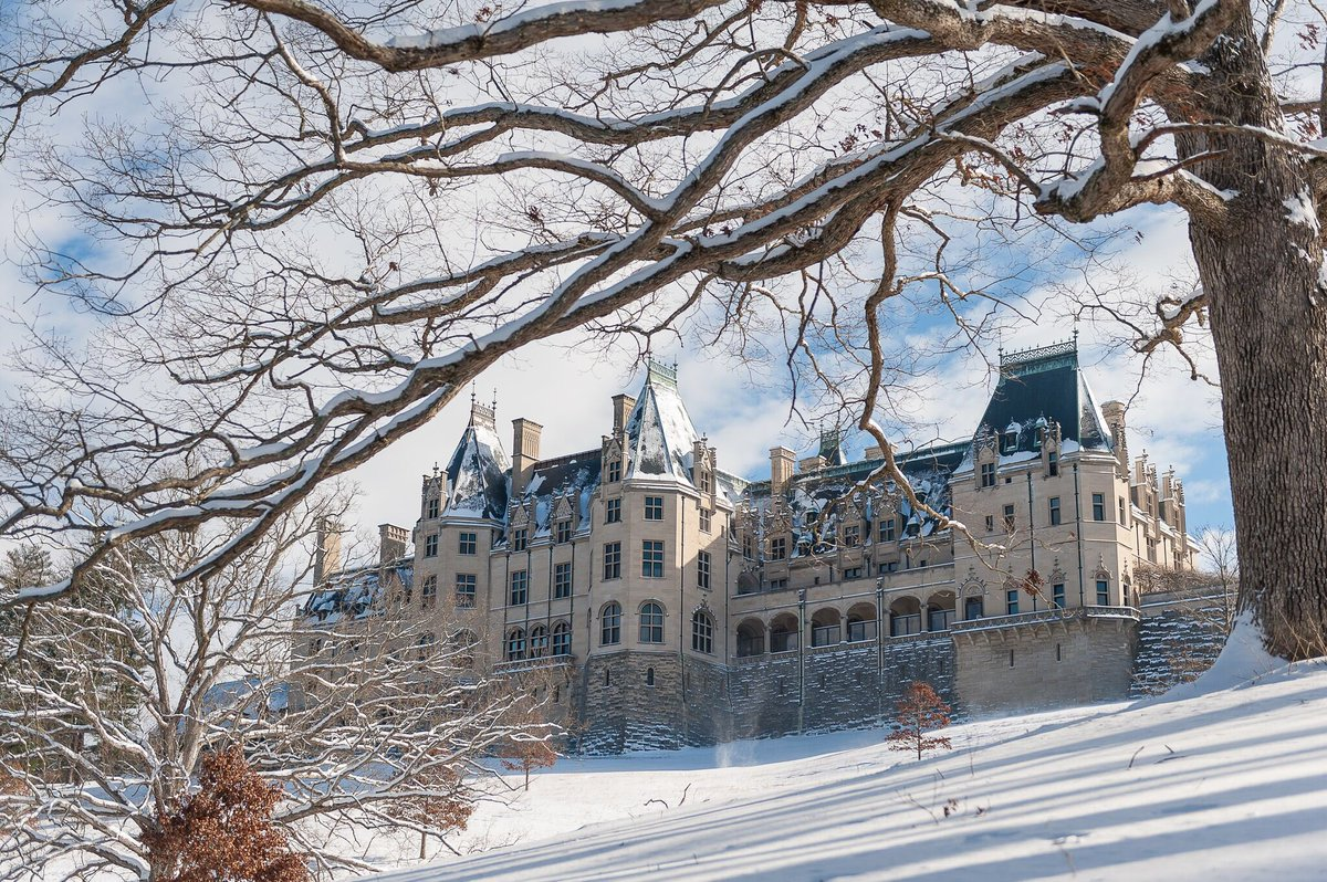 What a gorgeous day to explore the estate! #Biltmore #avl #wnc https://t.co/2a9K0Gahyt