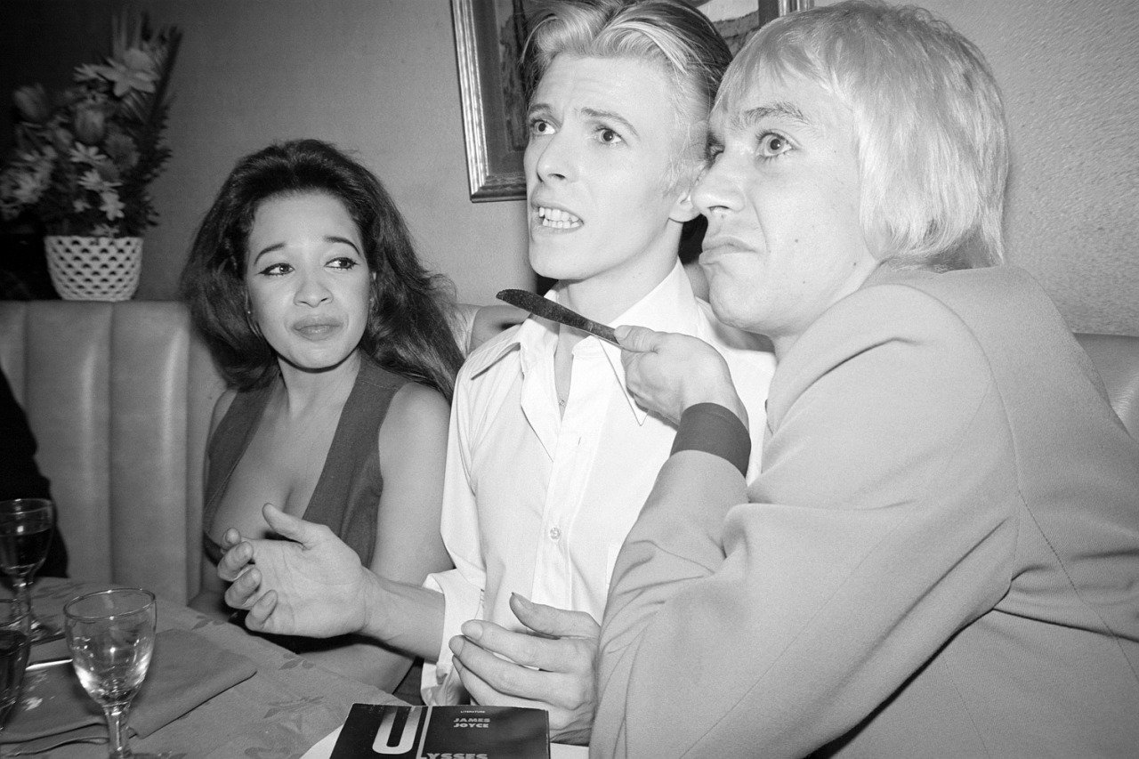David Bowie with Iggy Pop and Ronnie Spector, Penn Plaza Club, New York, March 26, 1976 by Andrew Kent https://t.co/UTsmaisdib