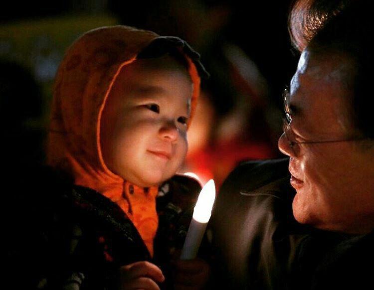 우리 아이들에게 물려줄 더 나은 세상을 위하여... (지난 주말 광화문 촛불 집회에서) https://t.co/tNrxJsmuNm