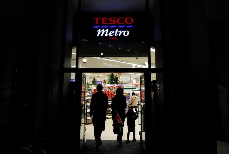Solid Christmas for UK supermarkets before uncertain 2017