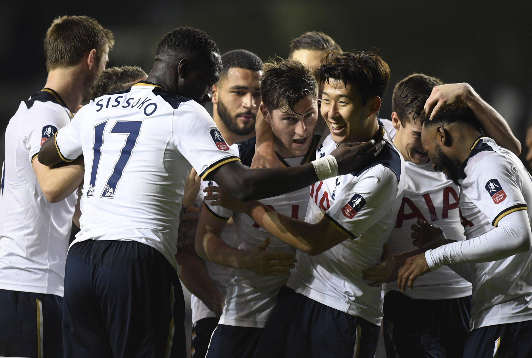 Tottenham at home in domestic competition this season:  WDWWWDWWWWWW  Mauricio Pochettino's side in fantastic form. https://t.co/yT49K6SrLl