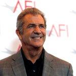 Casey Affleck, Mel Gibson in spotlight as Golden Globes kick off