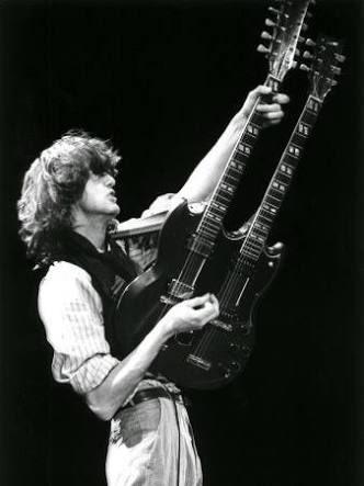 Percaya atau nggak, aku pertama bisa gitaran ngeblues ya diajarin Jimmy Page, thank you so much Sir! Happy Birthday!