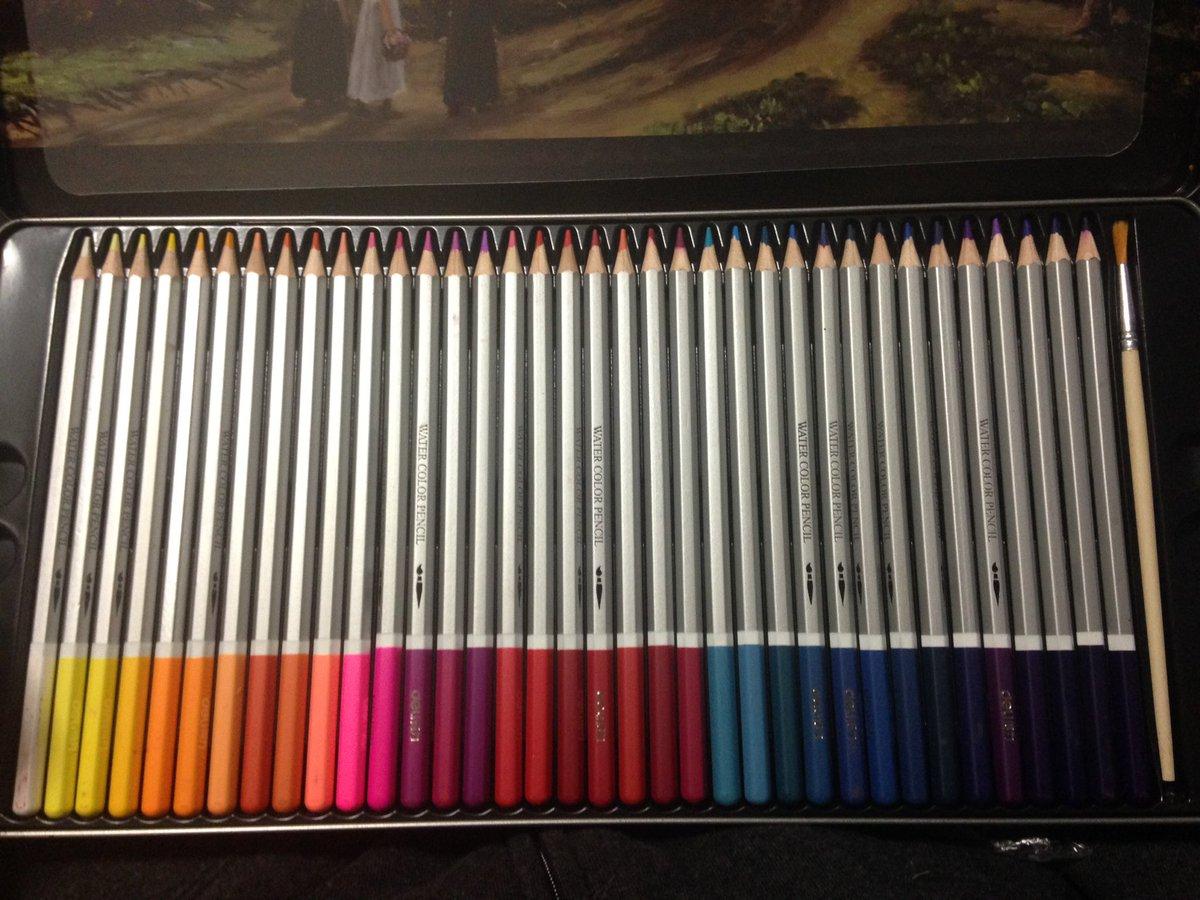 誕生日プレゼント72色水彩色鉛筆と持ち運び用の入れ物と坂本ですが全巻と暗殺教室全巻キャンバスもらった…🙂🙂💕💕💕