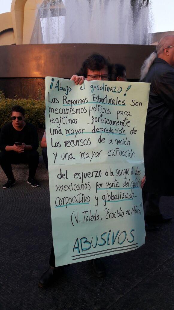 Lamentó que mi protesta colapse tú tránsito pero tu indiferencia colapsa mi país. #Gasolinazo https://t.co/wC8RJre9jr