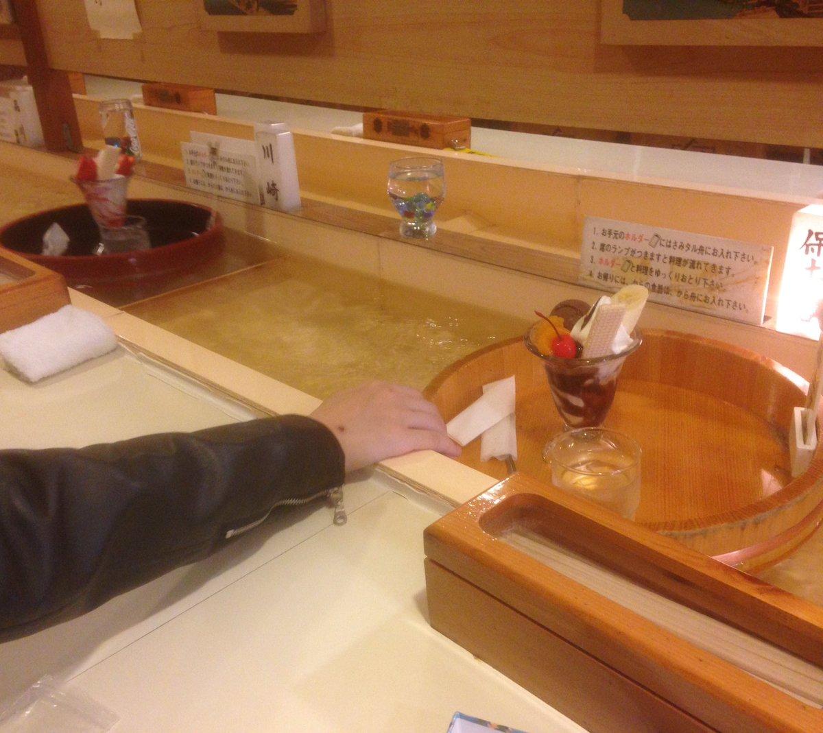桶に乗ってパフェが流れてくるニンジャスレイヤー世界みたいな喫茶店に来ました(沼津駅近くのどんぐりという喫茶店です)