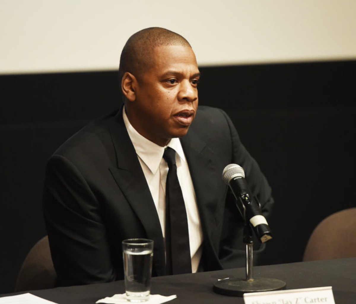 Sprint bought a whopping 33 percent of Tidal: https://t.co/dOWDGmhEGV