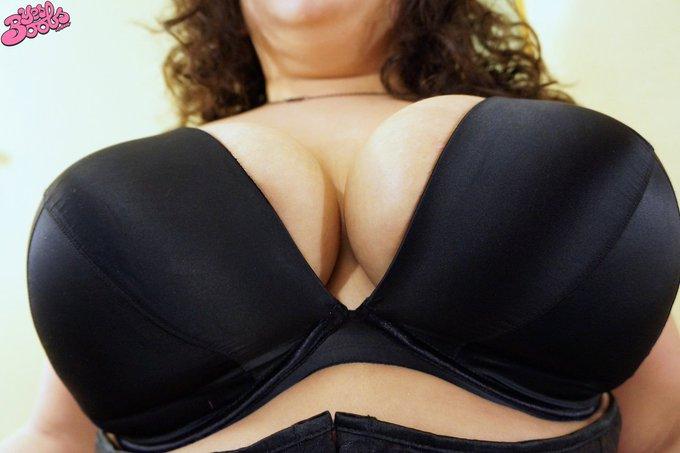 Big boobs inside big bras. https://t.co/CrYaucrXU0