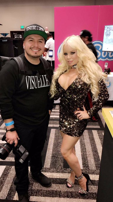 W my good friend @Luna__Stylez on day #4 of the expo ladies check out his photography he's bad ass https://t