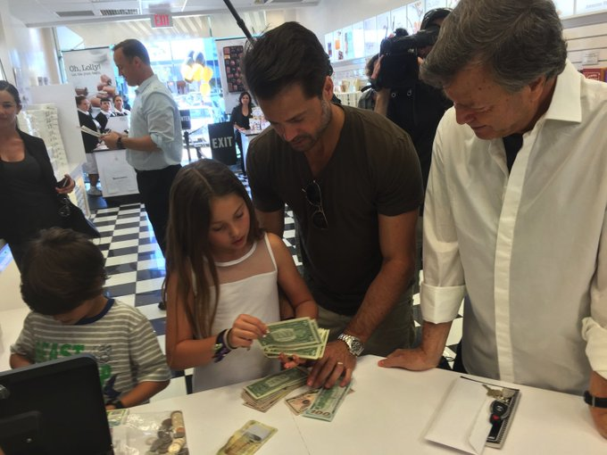 @brookeburke: here?s a pic of my hubby, children and Grandfather counting piggy bank $ for @operationsmile on #CelebrityAprrentice https://t.co/Lb35ptG48b