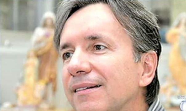 Médico dos famosos é acusado de cirurgia ilegal no Brasil e morte de pacientes https://t.co/vxpiq2vh5N #DomingoEspetacular