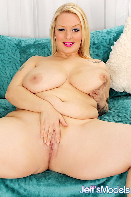 Blonde plumper Sinful Samia shows her shaved plump pussy  #BBW #Porn #Pussy https://t.co/syaGzUUUwq