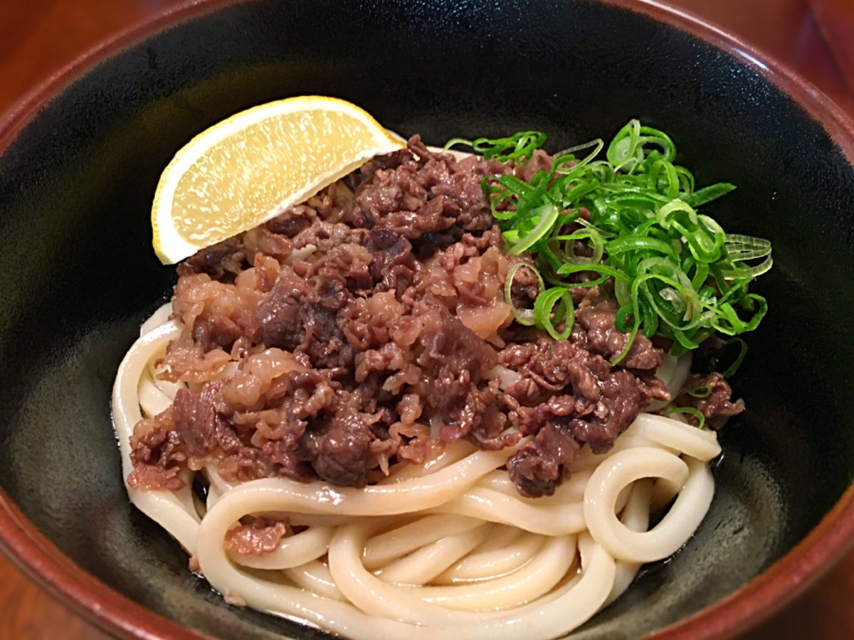 紀州屋の勇者部うどんで、レシピ通りに作った肉ぶっかけうどん。うどんはコシがあって、つゆは肉と合っていて美味しかった。 #