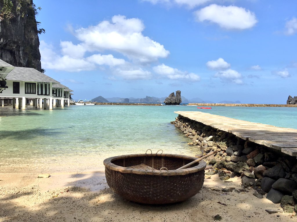 So I've found a giant coconut and I'm going to set sail - bye! #lagenisland #elnido https://t.co/Y0eD7mJeOP