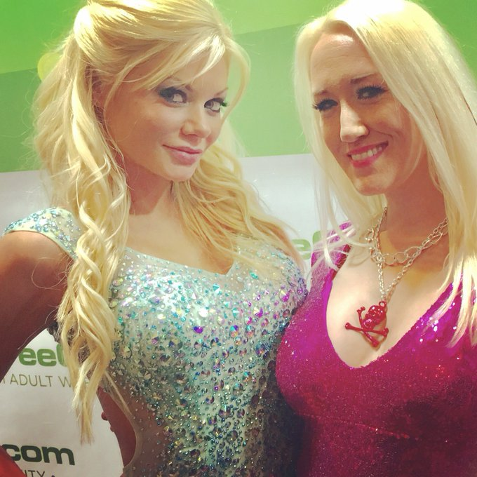 With the absolutely stunning @xxxRiley at the #2017AVNAwards #TeamBigTittyBlondes loved seeing you beautiful