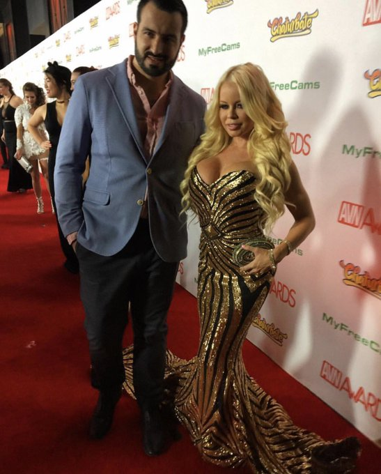 On the red carpet at the @avnawards dressed in @mikecostello https://t.co/CHVS5w5SEg