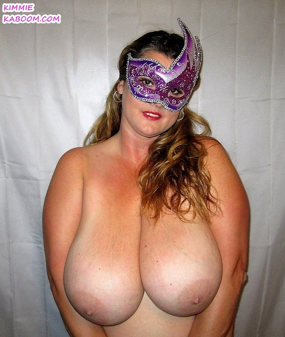 with Mardi gras around the corner..Happy #tittytuesday! https://t.co/fvw6Uldd2l #bbw #bigboobs #milf