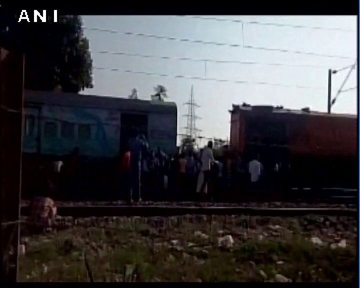 Odisha: Engine of 22086 Anand Vihar-Bhubaneswar Express train detached from bogies in Rourkela, earlier today.