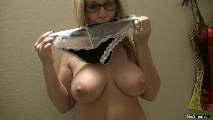 Happy #TittyTuesday Strokers!!!! Wanna see the video, JOIN https://t.co/s1y56ewFQI https://t.co/VS06