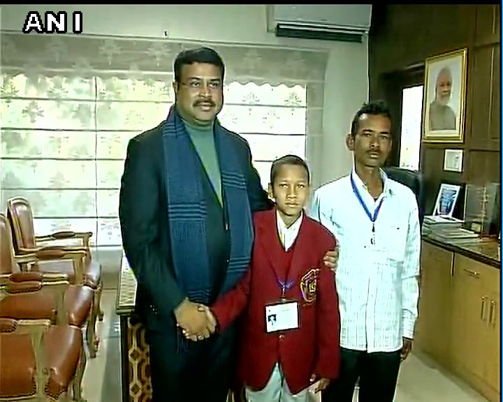 Delhi: Union minister Dharmendra Pradhan met National Bravery Award recipient Mohan Sethy from Odisha