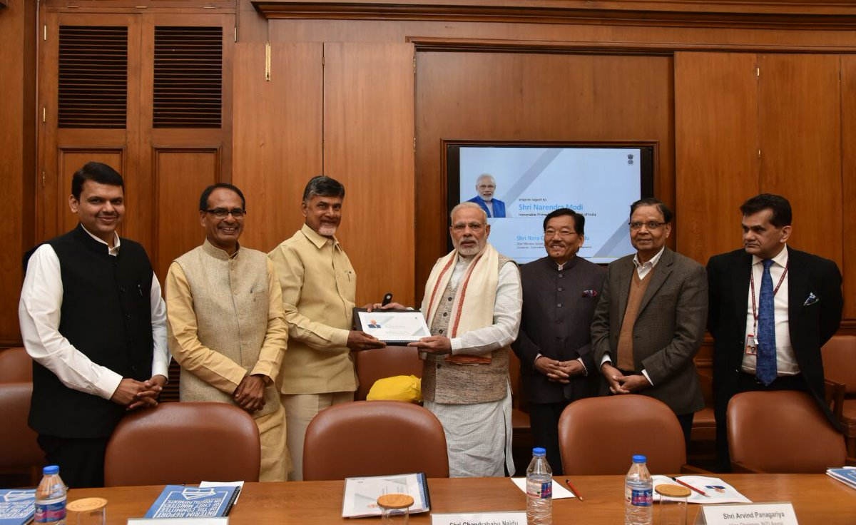 #CORRECTION Committee of CMs on digital payments presented its interim report to PM today. CMs of AP, Maharashtra, MP& Sikkim were present