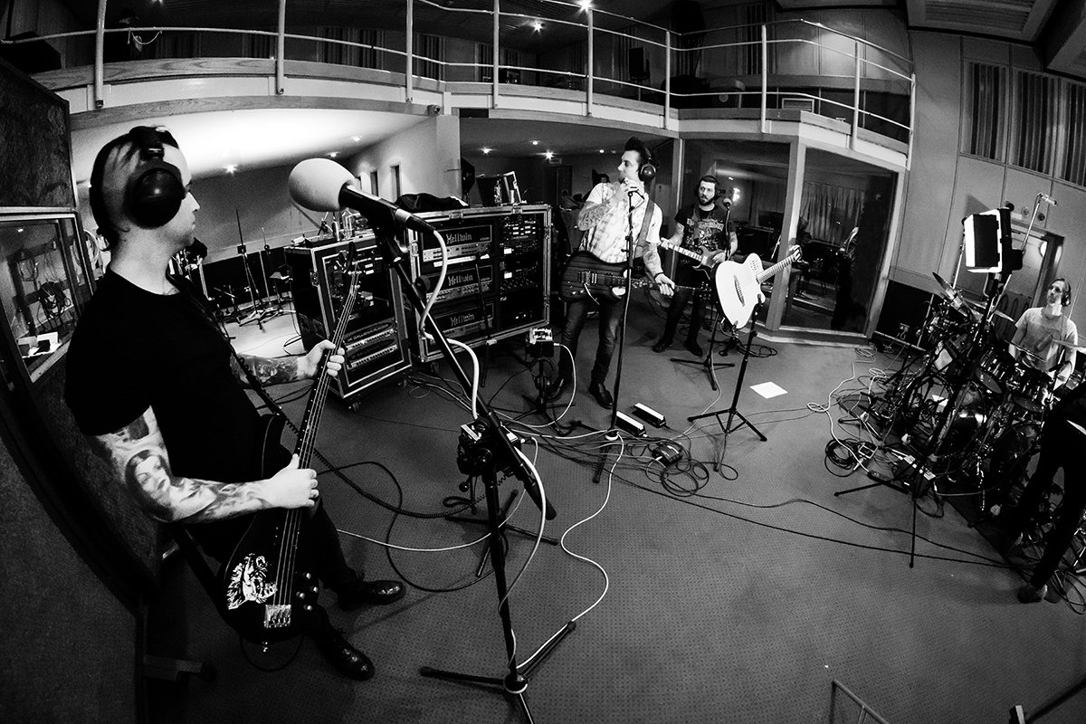 Live at BBC Radio 1 in London. 1/23/17 #thestageworldtour ��: @rafacore https://t.co/OtEJ55IBDN
