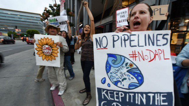 JUST IN: Trump to sign executive orders restarting Keystone and Dakota Access pipelines https://t.co/yR4aj6ENQl