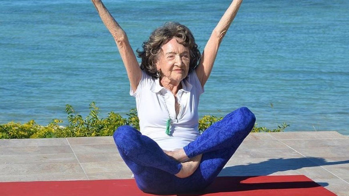 The world's oldest yoga teacher has some beautiful life advice for us all https://t.co/RyLrwfiNKU