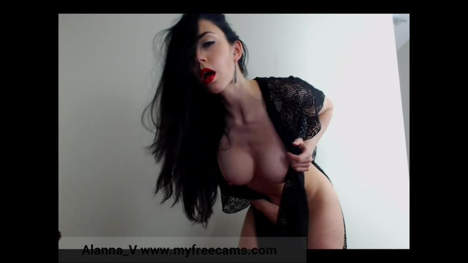 Lacy Nude Beautiful Agony by @AlannaVcams https://t.co/KfJQcaRYK2 @manyvids https://t.co/kATiHLbmfl