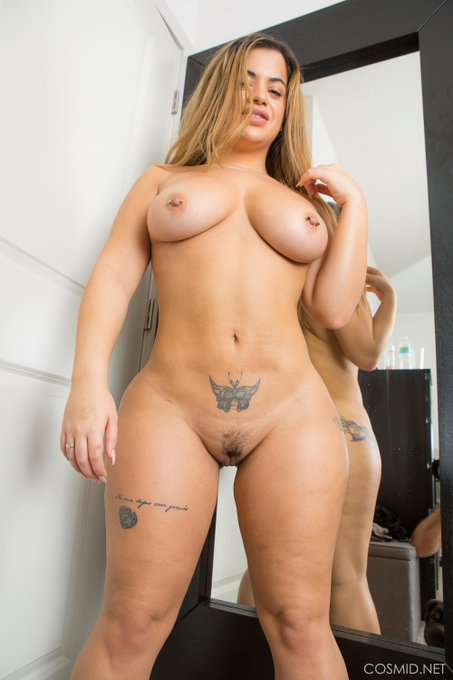 Lisa gets totally #naked https://t.co/CtA6G5M7hc See more #BBW pics https://t.co/0hW8cpgre2