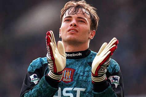 232 matchs dans les cages d\Aston Villa entre 1992 et 1999... Happy 45th birthday to Mark Bosnich !