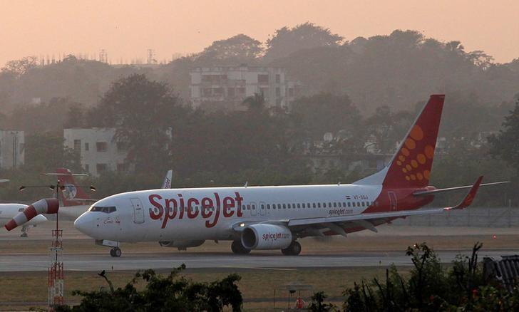 India's SpiceJet agrees to buy 100 new planes from Boeing