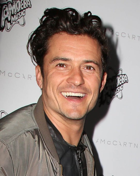 Happy birthday Orlando Bloom. Hope you have a great day. You really have a good heart.