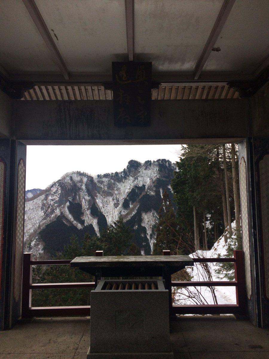 奥宮を望む。お山信仰の場にいくともれなくレッドデータガールを思い出す。荻原規子はいいぞ。