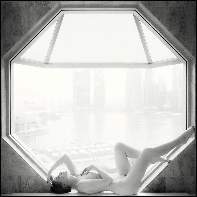 Memories of #Singapore... Shot #nude in my hotel room by @ctham 📷 #artnude #nudemodel #Deco #artdeco