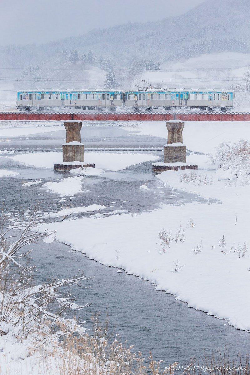ふらいんぐうぃっちラッピング電車も雪に負けず走っております